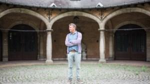"""Met Rudi Vranckx terug naar Hertoginnedal, waar hij zijn jeugdvakanties doorbracht: """"We speelden verstoppertje tussen de dure meubels"""""""