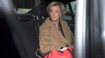 Prinses Astrid woont nationale feestdag bij op krukken