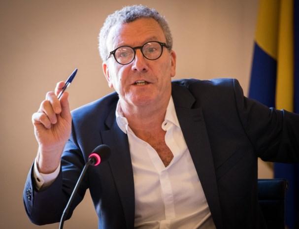 Ex-burgemeester Yvan Mayeur krijgt borstbeeld in gemeentehuis van Brussel