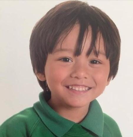 """Australiër lanceert oproep na aanslag in Barcelona: """"Mijn kleinzoon Julian (7) is vermist, help ons alstublieft"""""""