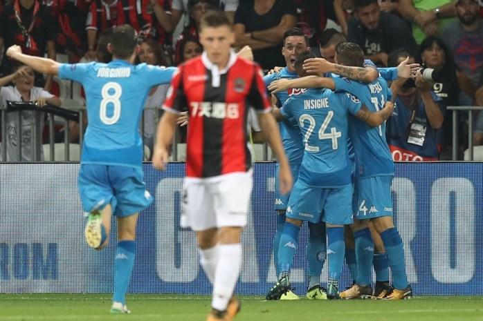 Dries Mertens speelt weer de pannen van het dak en plaatst zich met Napoli voor groepsfase Champions League