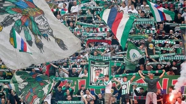 Voetbalfan krijgt achttien maanden celstraf voor nazigroet in stadion
