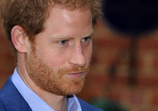 Zo slaagt prins Harry er telkens in Meghan stiekem op te pikken van de luchthaven