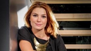 Gluren bij BV's: Evi Hanssen wordt 'Baywatch'-babe in Canada