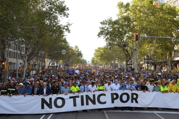 Spanjaarden betogen tegen terreur in de straten van Barcelona