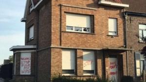 """Brugse burgemeester treft dreigende graffiti aan op woning: """"Stop fuck my wife"""""""