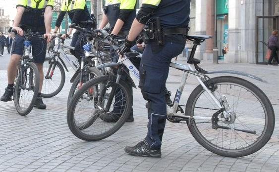 Antwerpse agenten belaagd door groep jongeren op Turnhoutsebaan