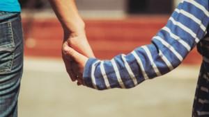 Mama bedenkt liefste manier om zoontje door moeilijke dagen te helpen