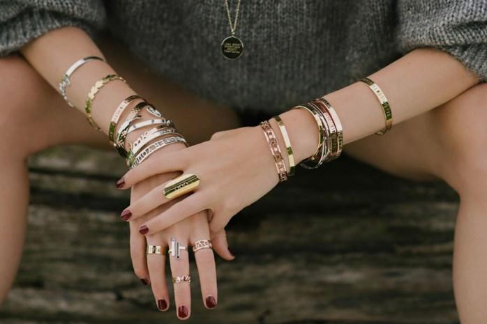Zo weet je of jouw outfit zilveren of gouden juwelen nodig heeft