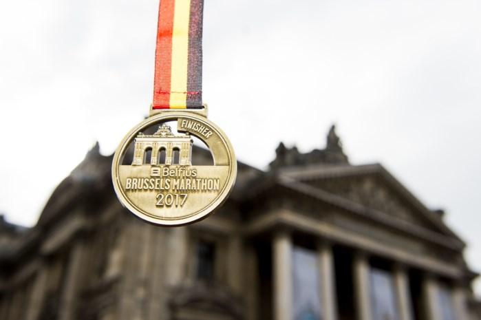 Protest tegen privatisatie Belfius bij start marathon van Brussel