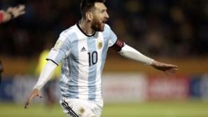 Weergaloze Lionel Messi schiet Argentinië met hattrick naar WK (ondanks een rampzalige start)
