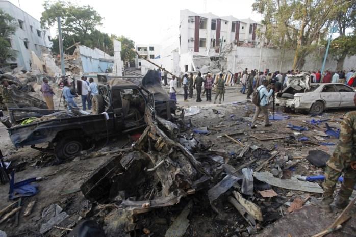 Terroristen verschansen zich urenlang in hotel na aanslag met bomauto's in Mogadishu