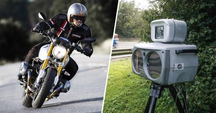 Motorrijder merkt jaar lang niet dat er flitscamera op zijn vaste route staat. En dan kwam de gepeperde rekening