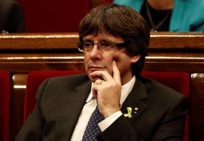 Premier krijgt het Spaans benauwd: verboden te praten met Puigdemont
