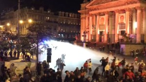 """Kritiek op politie na zware rellen in Brussel: """"Ik belde de politie, maar ze kwamen niet"""""""