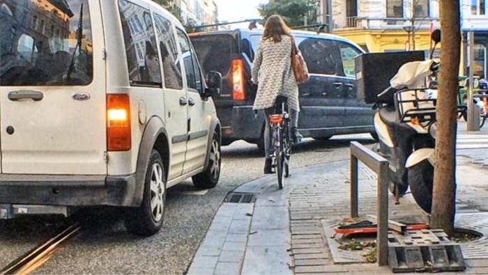 Fietser (29) zwaargewond na ongeval in Nationalestraat