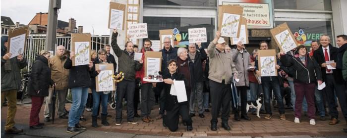"""Actiegroep protesteert tegen bouw van toren in Hoboken: """"Bewoners hebben in Antwerpen niets te zeggen"""""""