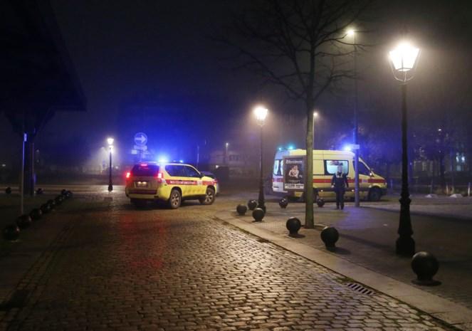 """Man uit ijskoud water Willemdok gered: """"Topwerk van die twee inspecteurs"""""""