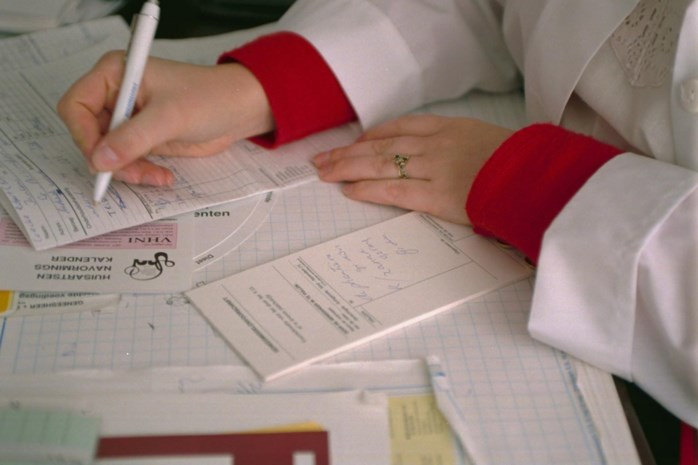 Oudere artsen moeten niet elektronisch voorschrijven