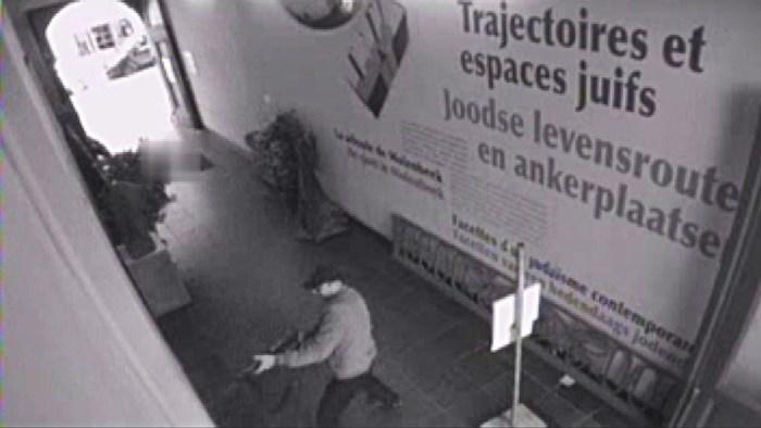 Politieman die 'te traag was met gouden tip' over dader aanslag Joods Museum is vrijgesproken