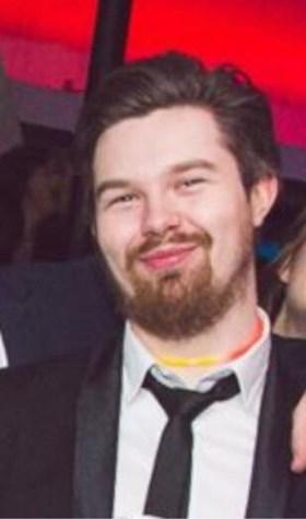 Wim (28) sterft in brand, omdat niemand wist dat hij op zolder lag te slapen