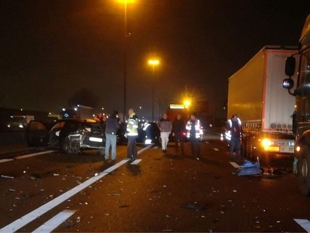 Drie rijstroken tijdlang versperd op E17 na ongeval