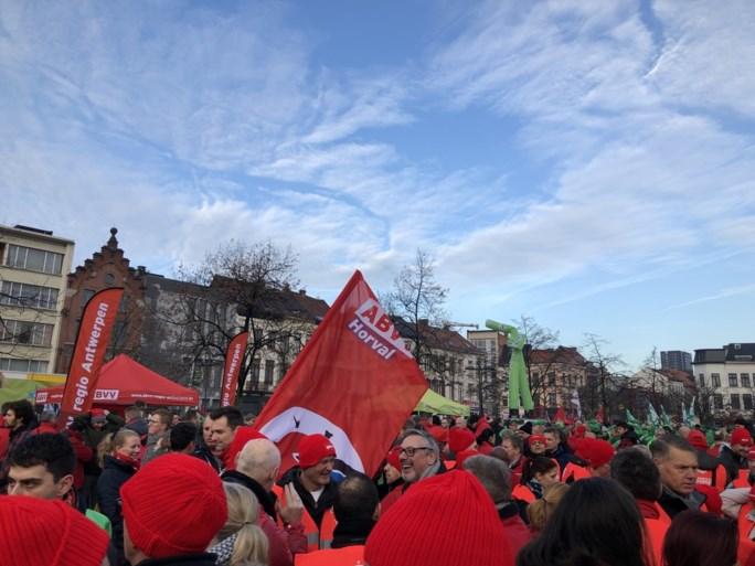 """'Antwerp Tax Pride' trekt door 't Stad: """"Echte helden betalen belastingen"""""""