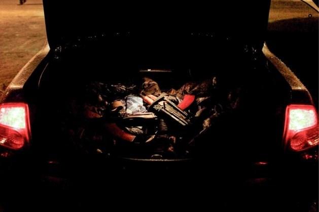Jonge Antwerpenaren rijden rond met kalasjnikov in auto