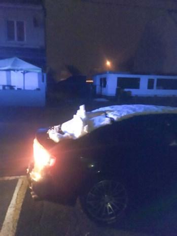 """Twintiger ziekenhuis in geslagen door politie """"omdat er nog sneeuw op zijn achterruit lag"""""""