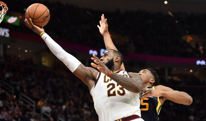 NBA. LeBron James leidt Cleveland met 60e triple double voorbij Utah