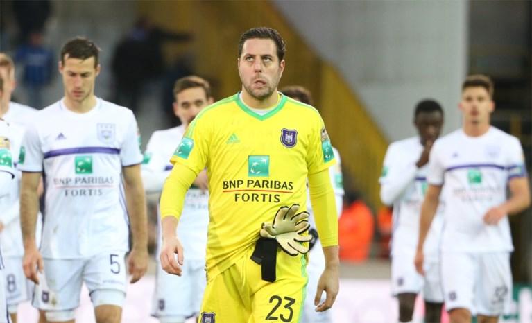 """Aangeslagen Vanhaezebrouck over afstraffing tegen Club Brugge: """"Je kan verliezen, maar probeer het dan wel waardig te doen"""""""