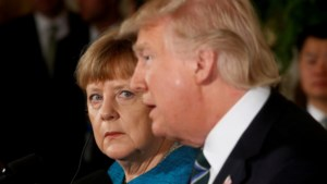 Telefoontje tussen Merkel en Trump veroorzaakte irritatie bij beide regeringen