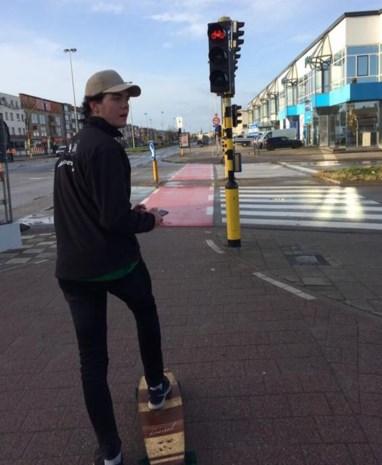 Jef legt 129 km af op skateboard voor goede doel