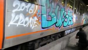 Vandalen tonen hoe ze Brusselse metrostellen bekladden, MIVB dient klacht in