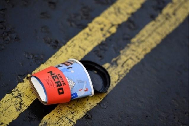 Na de plastic zakjes, de strijd tegen koffiebekers