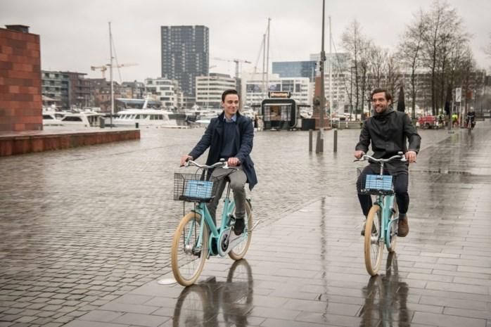 Naast rode Velo's nu ook 300 lichtblauwe 'Cloudbikes' in Antwerpen