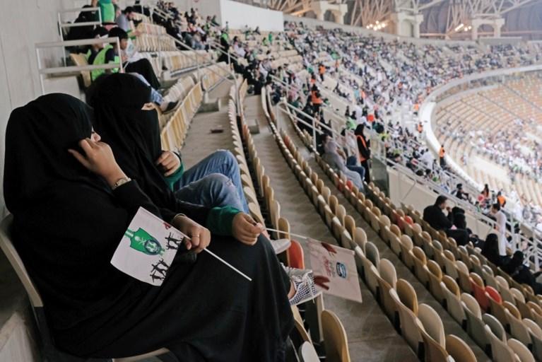Vrouwen mogen voor het eerst een voetbalwedstrijd bijwonen in Saudi-Arabië