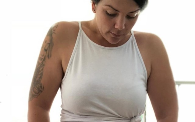 """Mama deelt foto van haar buik zoals die is na een keizersnede: """"Het wordt niet beter"""""""