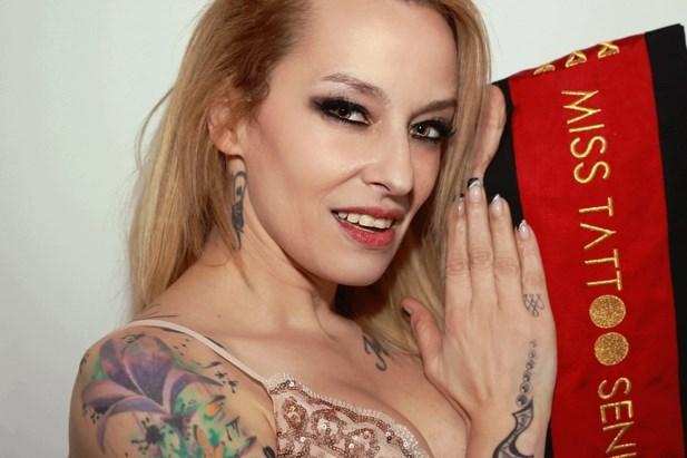 Iris L'Or wint Miss Tattoo Senior verkiezing