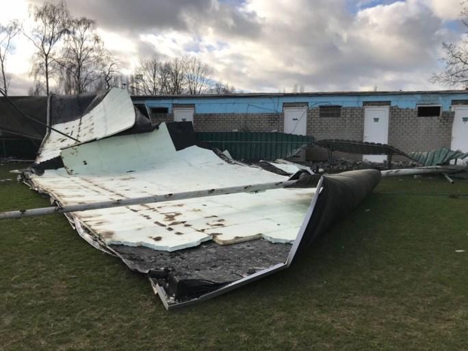 Zware stormschade aan gebouwen van voetbalclub KFC Berendrecht