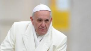 """Paus wil """"fake news"""" bestrijden"""