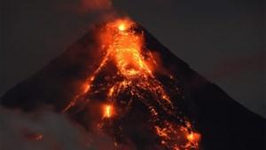 """Filipijnse vulkaan jaagt tienduizenden mensen op de vlucht voor """"mogelijk dodelijke uitbarsting"""""""