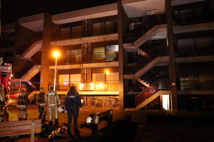 Reddingspoging van buurman komt te laat, vrouw komt om in appartementsbrand