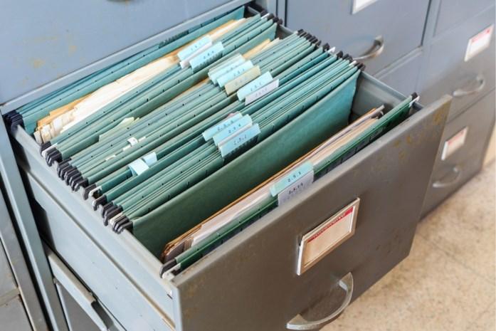 Inlichtingendienst valt binnen bij tv-zender die geheime documenten in oude kast vond