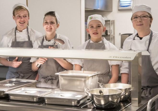 """Leerlingen hotelschool koken voor het internaat: """"Veel plezanter als je weet wie het opeet"""""""