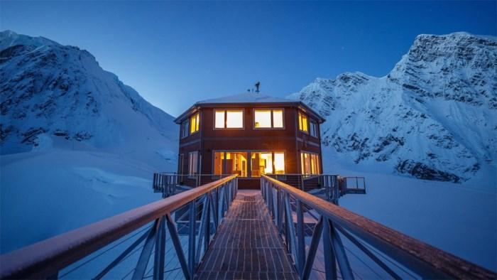 Dit hotel laat je overnachten in het midden van ijsbergen