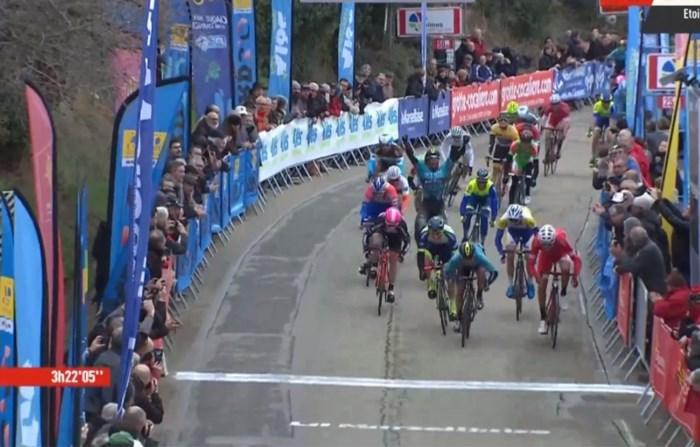 Belgen actief in Ster van Bessèges, Fransman wint nipt (ploegmaat Coquard juicht te vroeg)