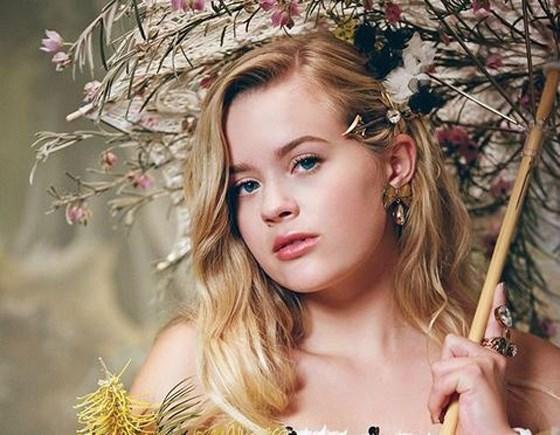 Dochter van Reese Witherspoon debuteert als model