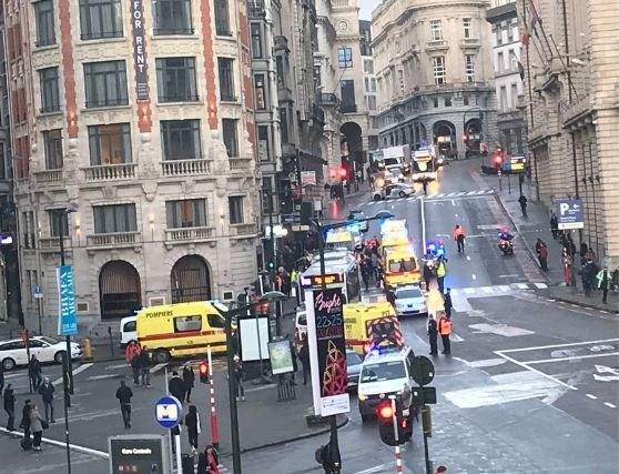 Bus rijdt voetgangers aan in Brussel: één persoon in levensgevaar