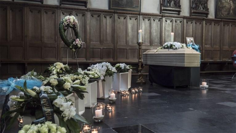 Vlaanderen neemt afscheid van 'Tante Terry' met eerbetoon van Wim Opbrouck en Bart Peeters